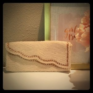 La Regal pearl clutch